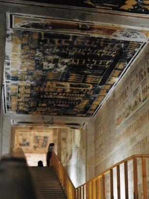 Bleu égyptien du ciel dans les tombes sacrées (Copyright A. Haut)